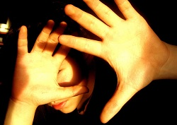 příznaky světloplachosti